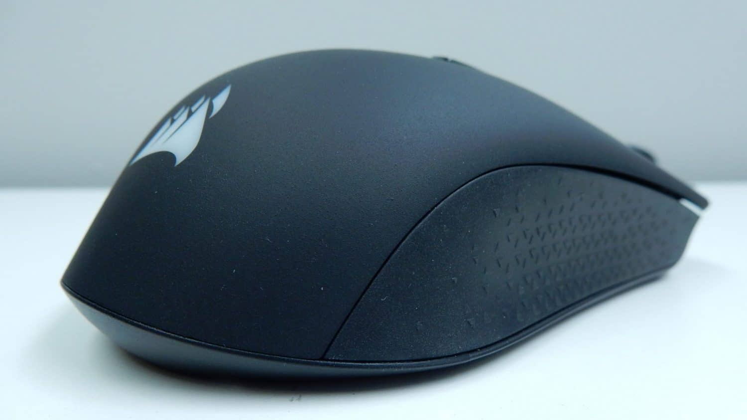 68ad547c677 The left side of the mouse features a textured rubber grip that ensures a  good hold on the Harpoon RGB during quick gaming twitches.