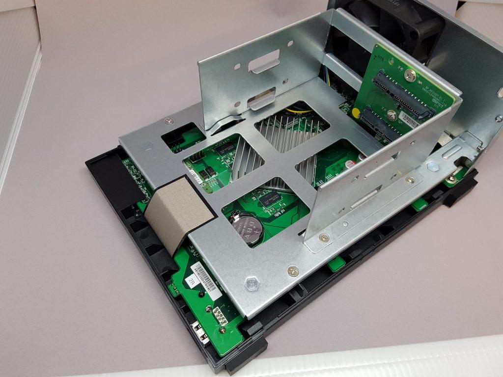 Asustor AS3202T - Inside